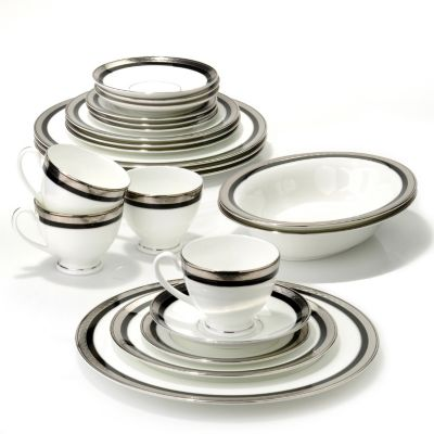 436-439 - Waterford® Crystal Colleen 22-Piece Bone China Dinnerware Set