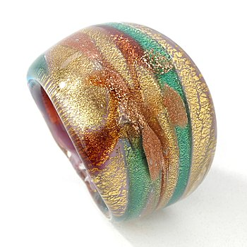 This fantastically color ring is full of Tuscan influence! Its design showcases one permanent lilac, maroon, blue green, copper, and yellow gold multi-colored Murano glass piece and it measures 3/4